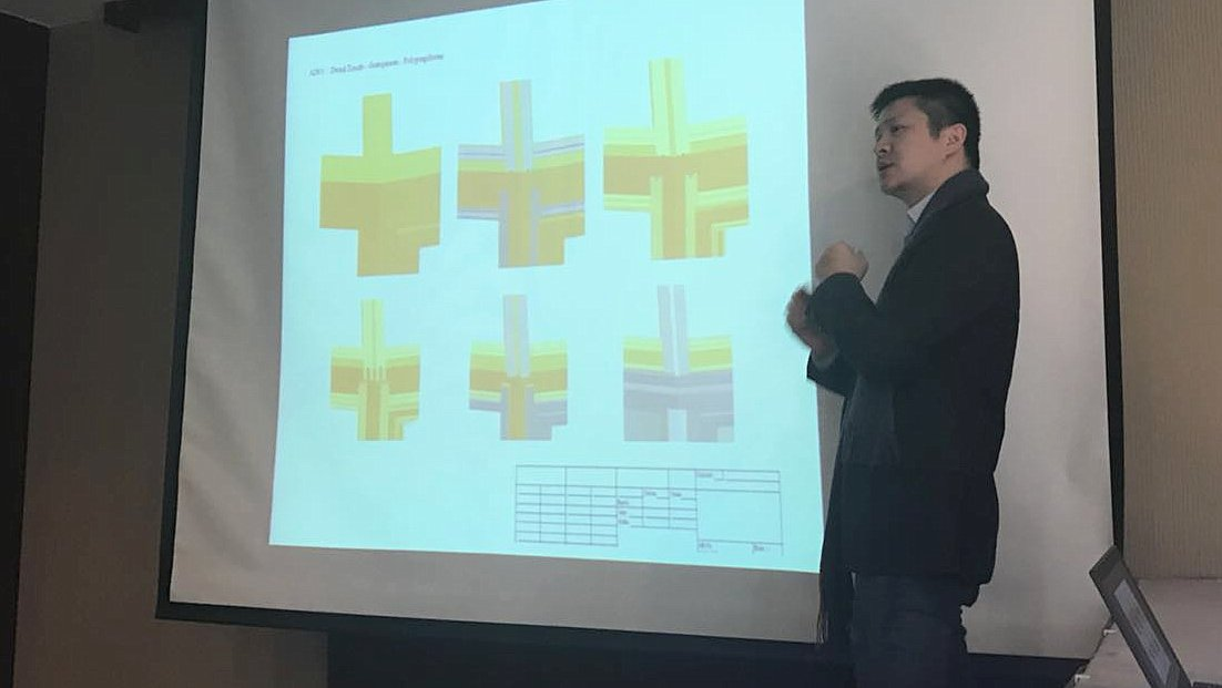 Klaes China conservatory-seminar: Host Simon Zhu goes into detail with the interested parties