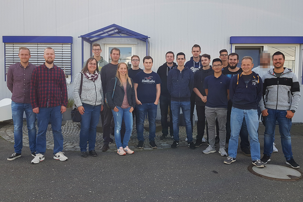 All colleagues at WinTech with the employees Sascha Hupperich (1st from right) and Stephan Lenz (3rd from right).